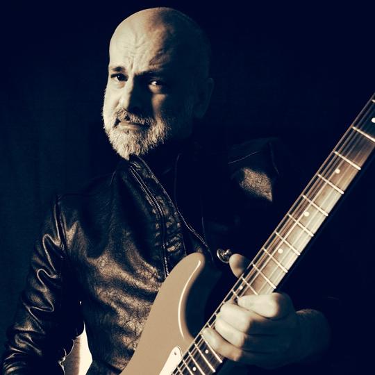 Stefano Stoto con chitarra